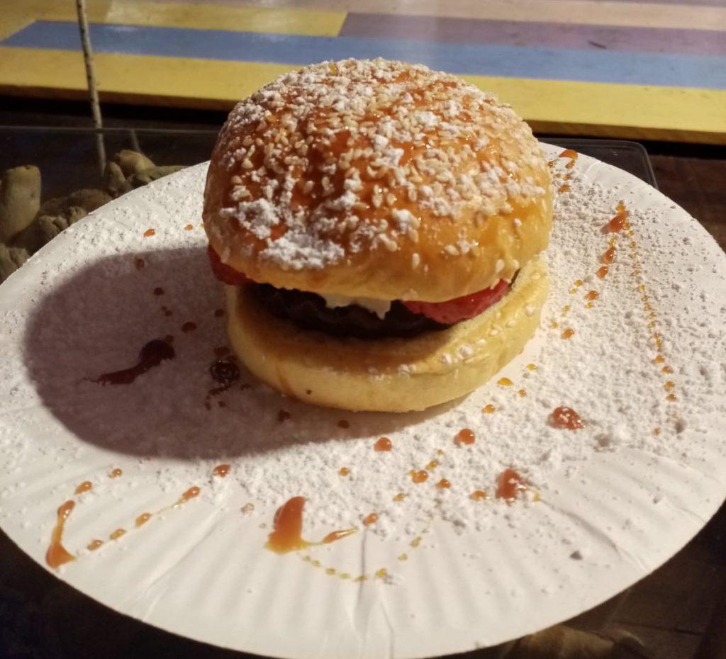 Burger chocolat fraise par Douceur de la Seiche