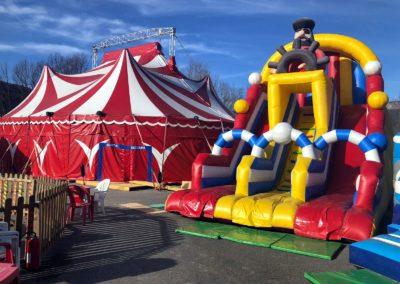 le marché de la Seiche à Sevrier espace jeux enfants