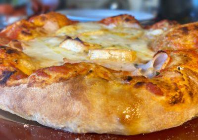 Pizza poulet fromages by l'Italie gourmande marché de la Seiche - Annecy