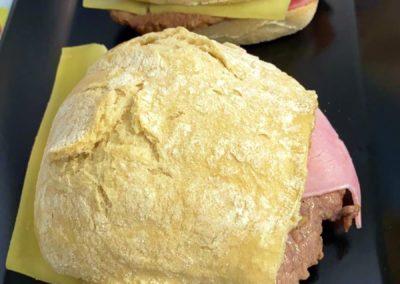 Prego no pao - sandwich typique portugal - Saveurs de chez nous - le marché de la Seiche Sevrier Annecy