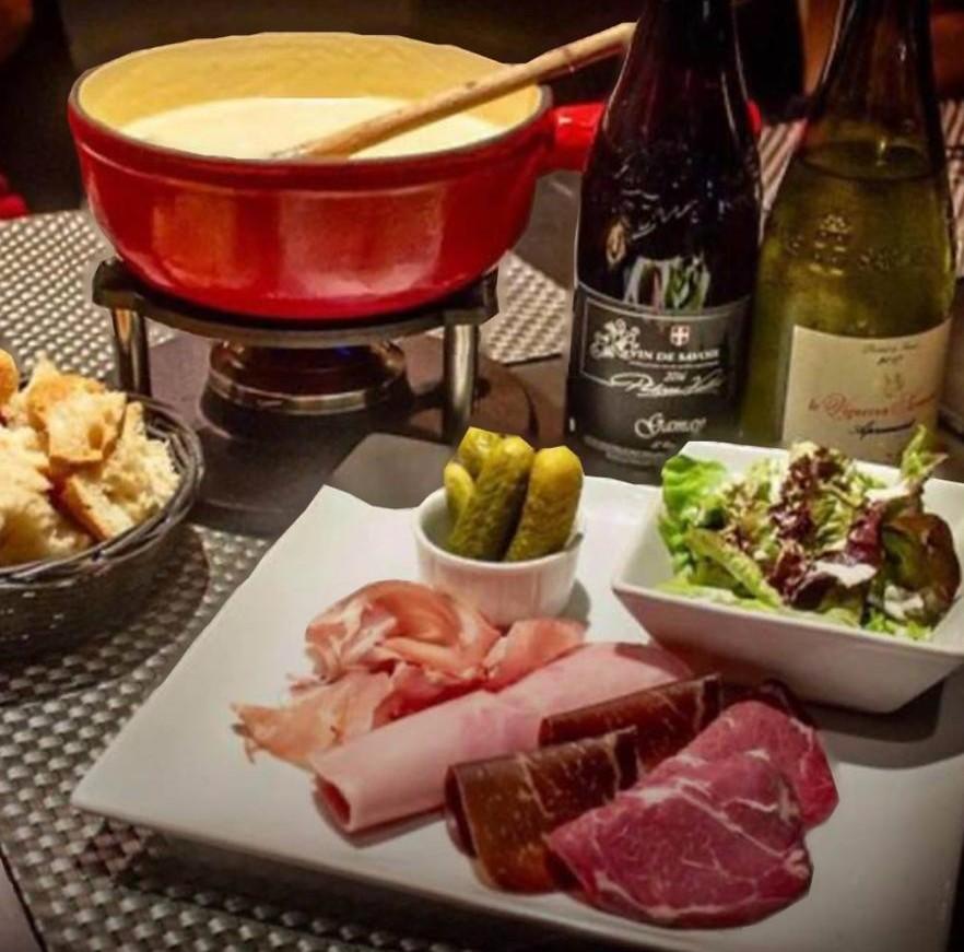fondue, vin et charcuterie - 0 savoyard - marché de la Seiche, Sevrier