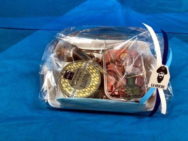 Paniers garnis 8, cadeaux noël, sardines millésimes et rillettes, couteau et plateau Sevrier, Annecy