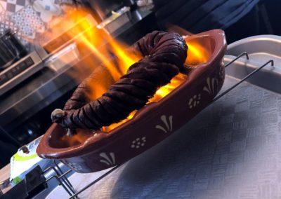 Chorizo flambé - cuisine portugaise - le marché de la Seiche - sevrier