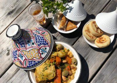 Couscous poulet, batboutes et pâtisseries. L'Étoile d'Agadir - cuisine marocaine. marché de la Seiche, Sevrier