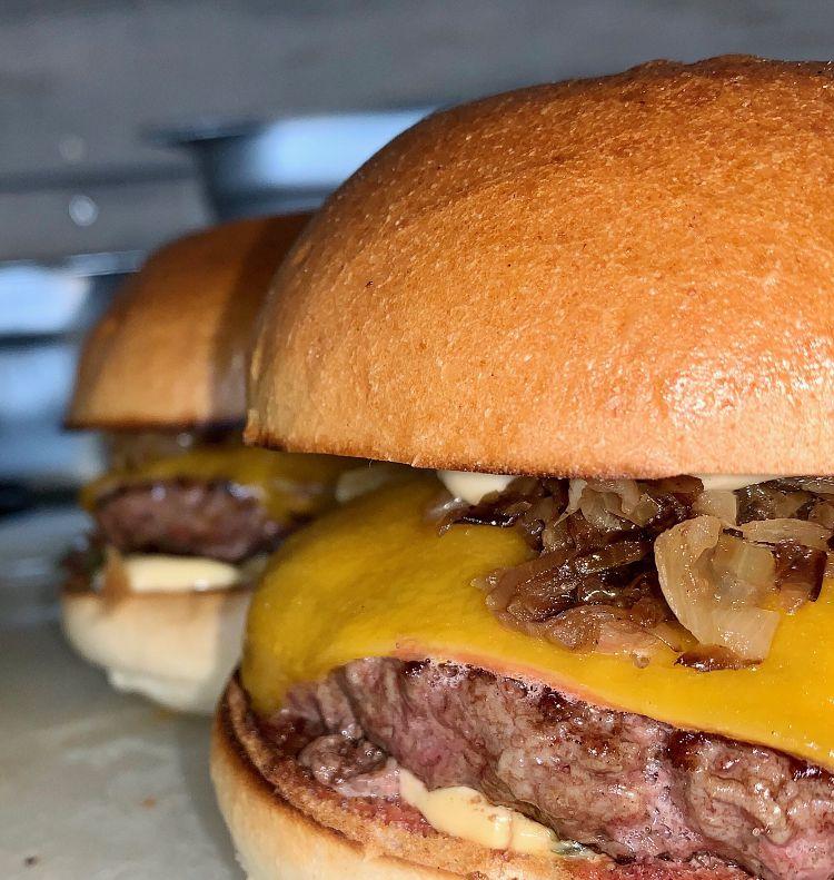 cheese burger - par LE MONT BURGER, marché de la Seiche, Sevrier