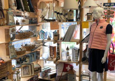 L'entrepôt - vêtements, accessoires et déco marine - La Seiche, Sevrier