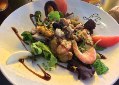 Salade de crevettes marinées par Saveurs de chez nous - marché de la Seiche, Sevrier