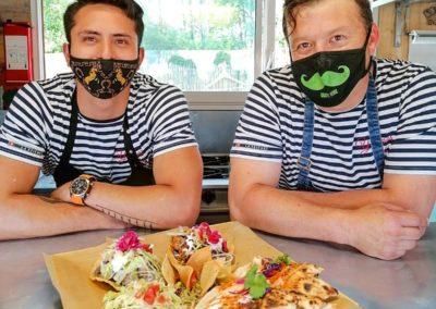 cuisiniers mexicains habillés en marins. Viva Mexico - Marché de la Seiche, Lac Annecy, Sevrier