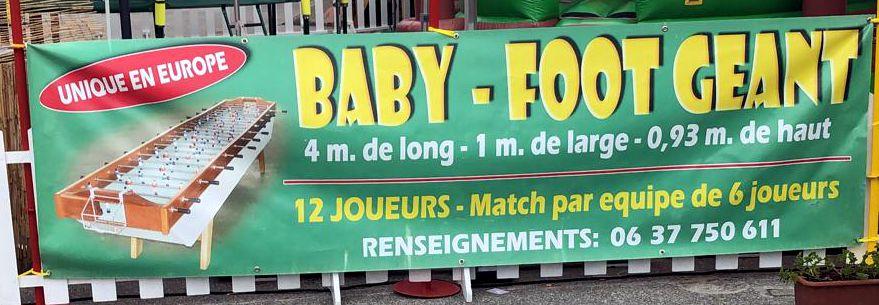 Un Baby foot géant. La Seiche - Sevrier. 12 joueurs.