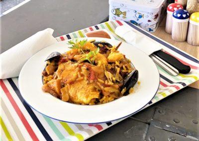 Paella par Saveurs de chez nous. Stand restaurant portugais, marché de la Seiche, Sevrier