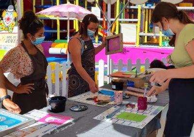 Atelier de sérigraphie au marché nocturne des créateurs, juin 2021 à La Seiche, Sevrier, Haute-Savoie