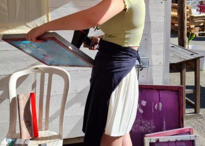 Atelier de sérigraphie au marché nocturne des créateurs, artisanat à La Seiche, Sevrier