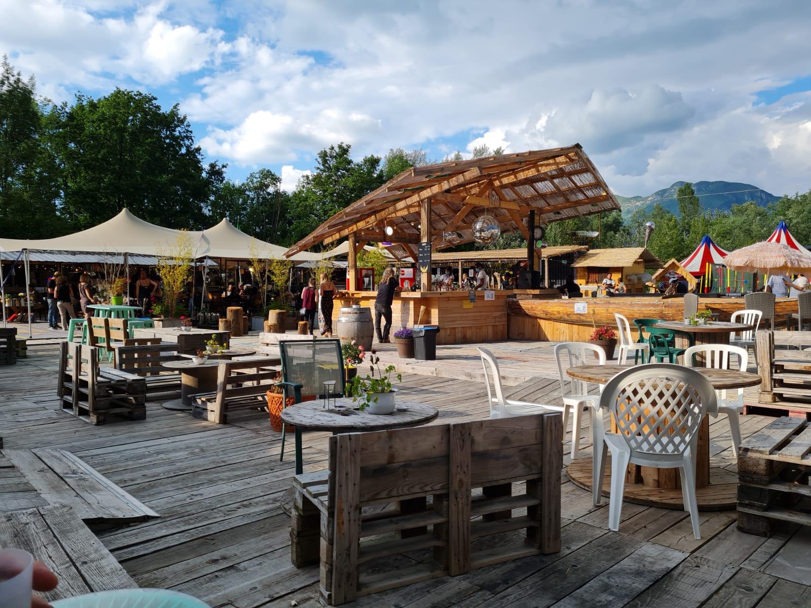 Terrasse du bar du marché de la Seiche à Sevrier, Lac d'Annecy