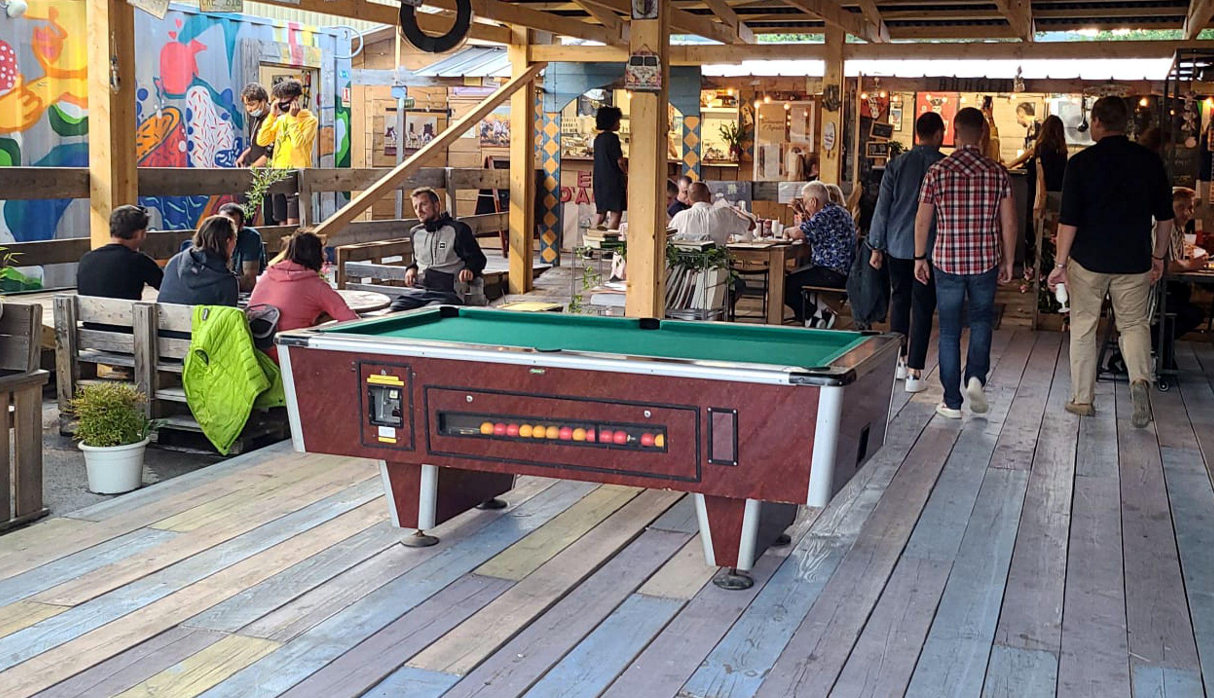 Table de billard. Marché de la Seiche à Sevrier - Lac d'Annecy