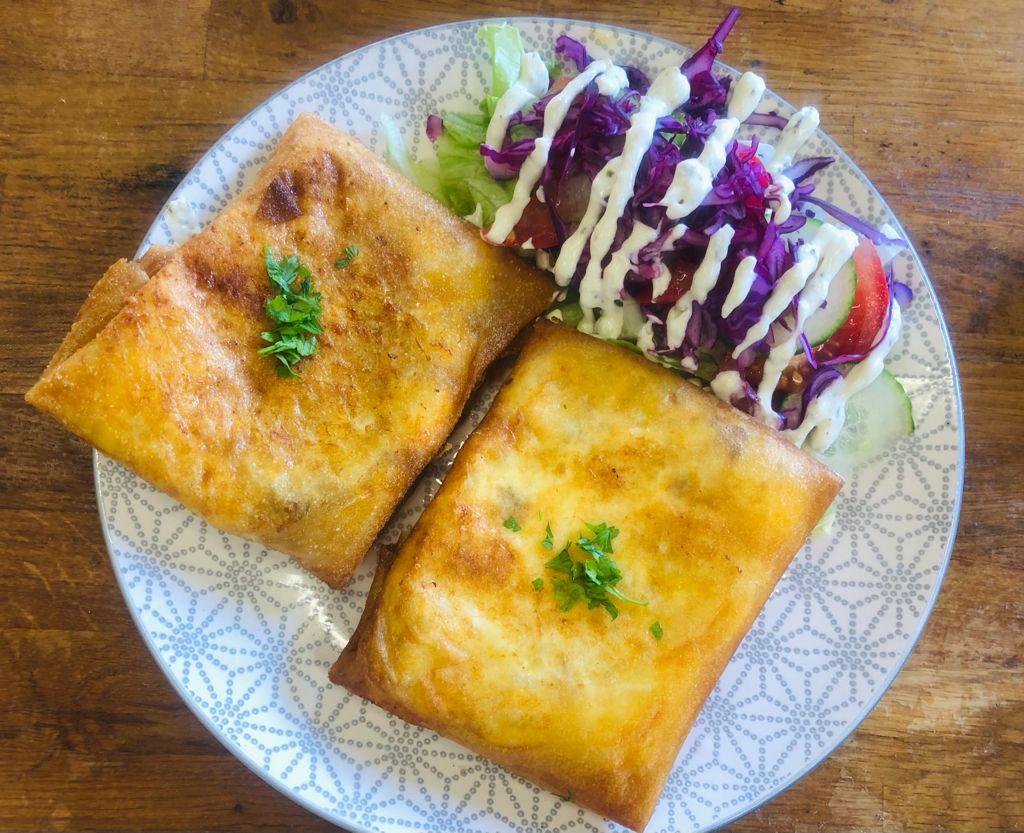 Bricks au thon et au fromage. par l'étoile d'Agadir. cuisine orientale. marché de la Seiche, Sevrier