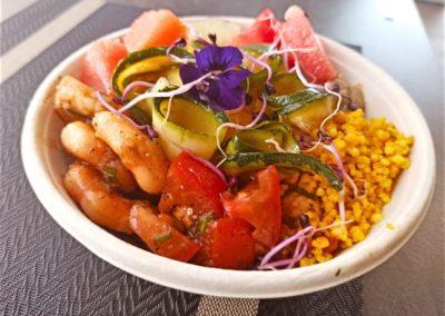 Buddha bowl au crevettes marinées par Savoyméricain. marché de la Seiche, Sevrier