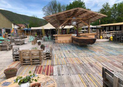 Récup et recycling - terrasse du bar du marché de la seiche - Sevrier - Lac d'Annecy