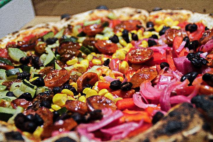 Pizza au feu de bois. Le marché de la, Seiche restaurant, Sevrier.